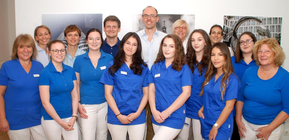 Team der Hausarztpraxis München - Dr. Gross & Kollegen - am Baldeplatz und Glockenbach (© Foto: Michael Preis)